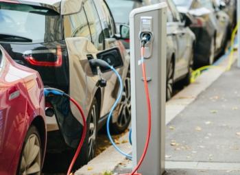 Sähköautomyynti yli 2 miljoonan vuonna 2018