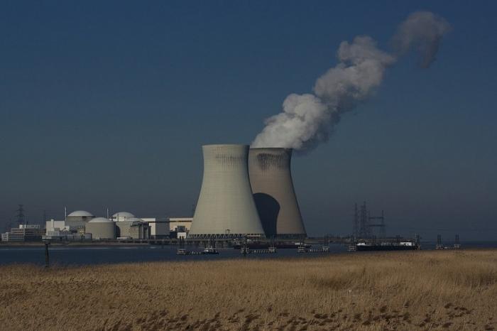 Ydinvoiman esteet purettava