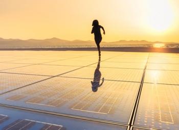 Aurinkosähköä keskusvaraston katolta