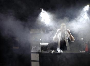 Sähköinen tiedeshow koulukiertueelle