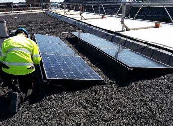 Pikkuparlamentin katolle aurinkovoimala
