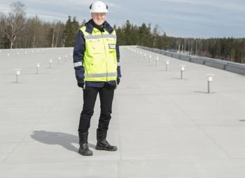 Aurinkosähköä hiihtohallin katolta