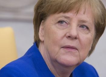 """Merkeliltä """"ei"""" esitykselle"""